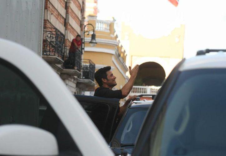 El cantante puertorriqueño Chayanne graba en Yucatán el video de su nuevo sencillo 'Madre Tierra'. La imagen es de la filmación de esta tarde en Mérida. (Jorge Sosa/SIPSE)