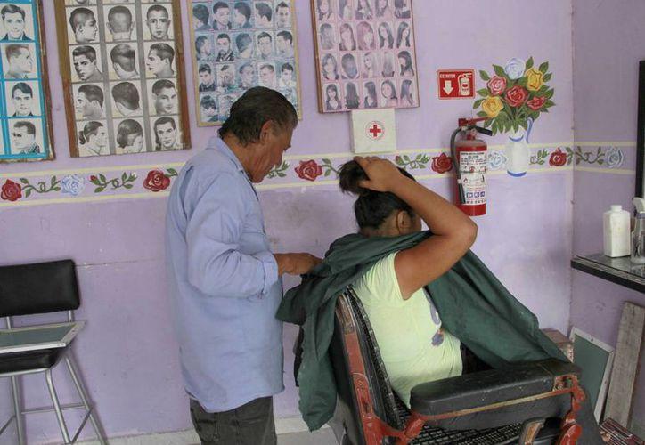 En Quintana Roo hay 4 mil 346 peluqueros, barberos y estilistas. (Tomás Álvarez/SIPSE)