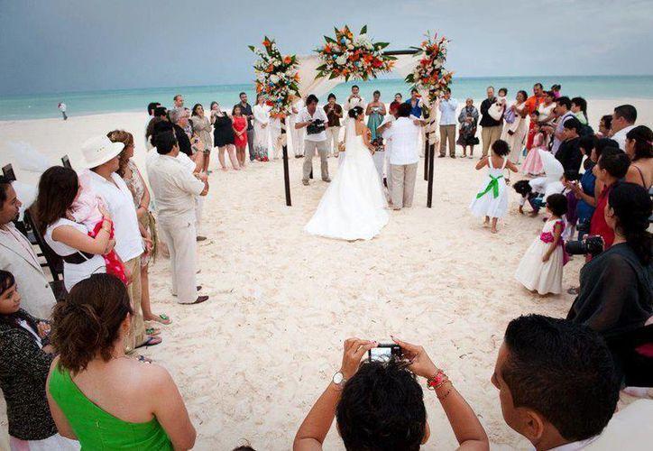 En la isla se realizan bodas en centro de hospedaje y clubs de playa. (Redacción/SIPSE)