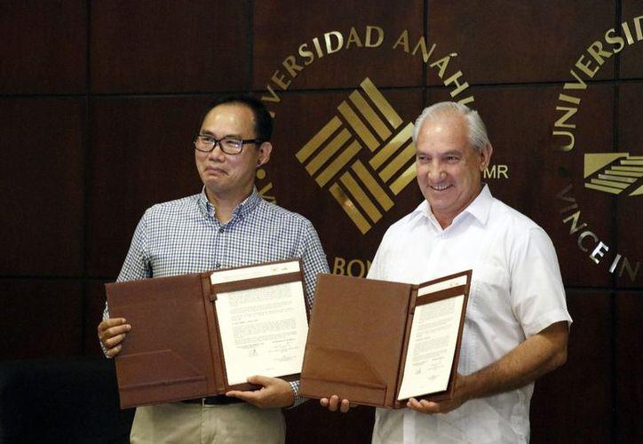 Convenio para enseñar el chino en la Universidad Anáhuac Mayab. (Foto: José Acosta/Milenio Novedades)