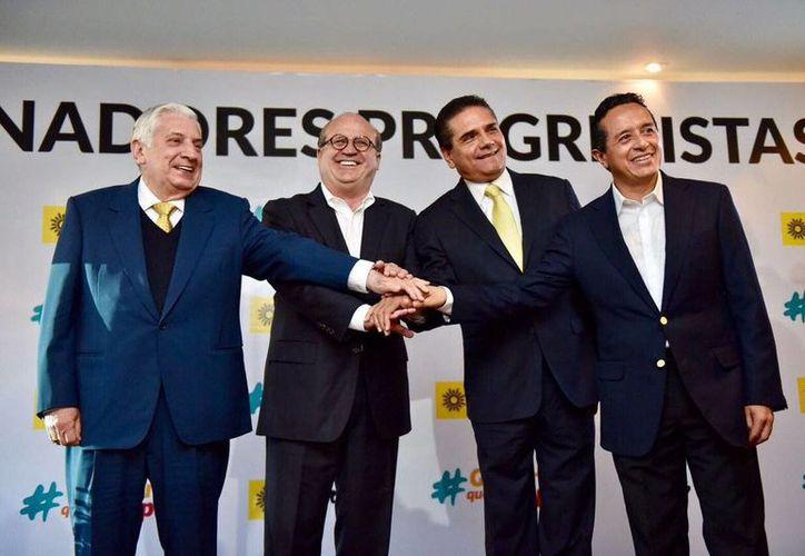 A la reunión asistieron los gobernadores de Tabasco, Arturo Núñez; de Morelos, Graco Ramírez; Michoacán, Silvano Aureoles y el de Quintana Roo, Carlos Joaquín. (twitter.com/gracoramirez)