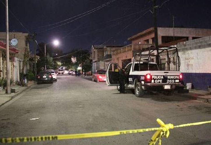 Un enfrentamiento armado en calle de Morelia dejó como saldo un muerto y un policía herido. (Milenio Digital)