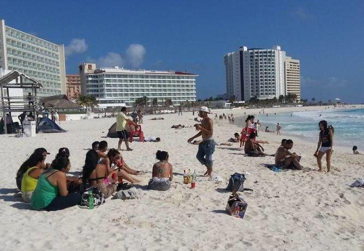 Las condiciones del clima serán óptimas para cerrar el periodo vacacional en la playa. (Redacción/SIPSE)