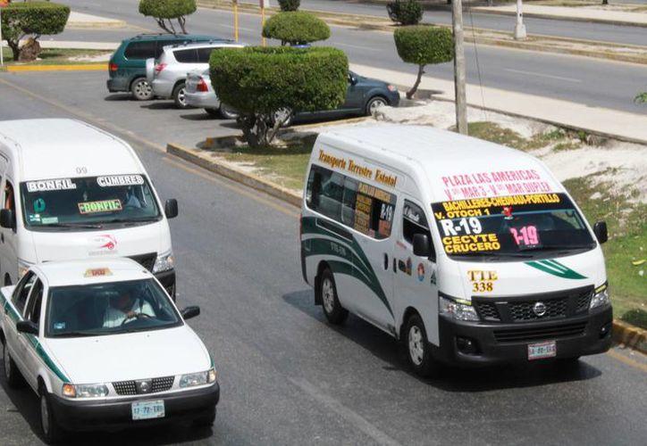 Verificarán que las camionetas Urban no tengan exceso de pasajeros. (Luis Soto/SIPSE)