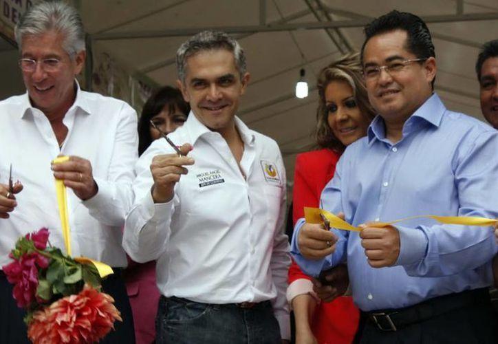 Mancera (c) durante la inauguración de la Feria de las Flores que se realiza en San Ángel. (Notimex)