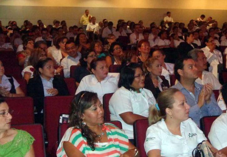 Cientos de profesionales de la salud asistieron al foro que se realizó en el Hraepy. (Milenio Novedades)
