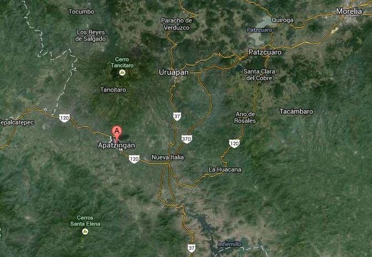 Al parecer los violentos choques entre civiles y grupos de autodefensa en puntos de Apatzingán (mapa) y Cuatro Caminos se debió a la toma de la comunidad de Zicuirán, en La Huacana. (Google Maps)