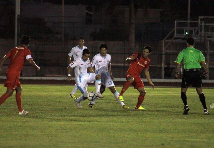 Antes del gol yucateco, los carmelitas tuvieron una opción clara de gol en un remate de Rodolfo Vilchis. (Jorge Peña/SIPSE)