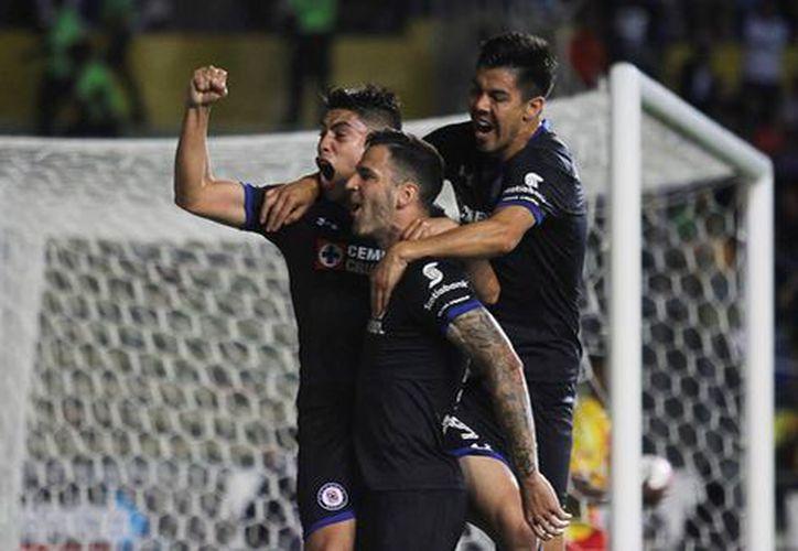 Los jugadores del Cruz Azul en pleno festejo de gol (Imago7)