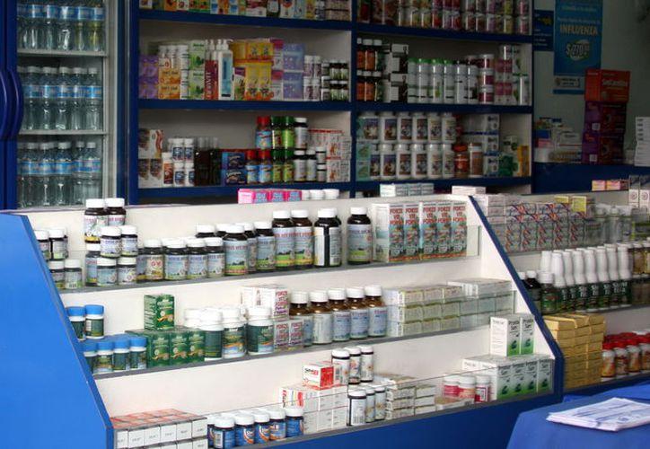 Muchas farmacias comerciales tienen un sitio especial para depositar los medicamentos caducos. (Foto: Milenio Novedades)