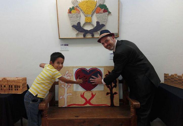El artista Alex Lerner dijo que la exposición permanecerá hasta el 5 de agosto. (Faride Cetina/SIPSE)