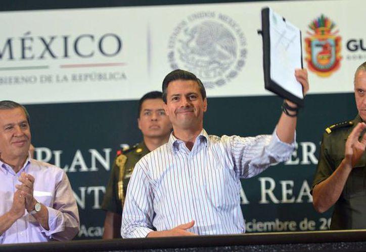 Según la opinión de un especialista, Peña Nieto debió presentarse en Guerrero en los primeros días tras la desaparición de los normalistas.  (Archivo/Notimex)