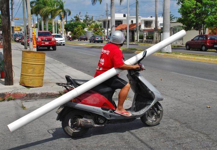 De los 55 mil vehículos que hay en la isla, el 53% son motocicletas. Sólo el 70% de los automotores cuentan ya con placas nuevas. (Gustavo Villegas/SIPSE)