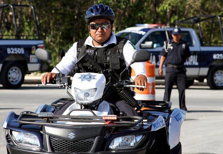 En Playa del Carmen se ha dotado de equipo y vehículos a los policías, para que su labor preventiva y disuasiva sea efectiva. (Adrián Monroy/SIPSE)