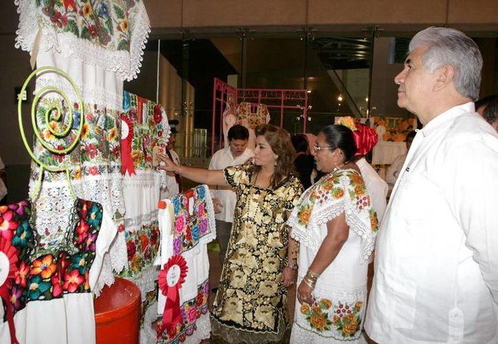El premio al mejor trabajo de bordado a mano fue para Yolanda Poot Interián, del municipio de Teabo. (SIPSE)