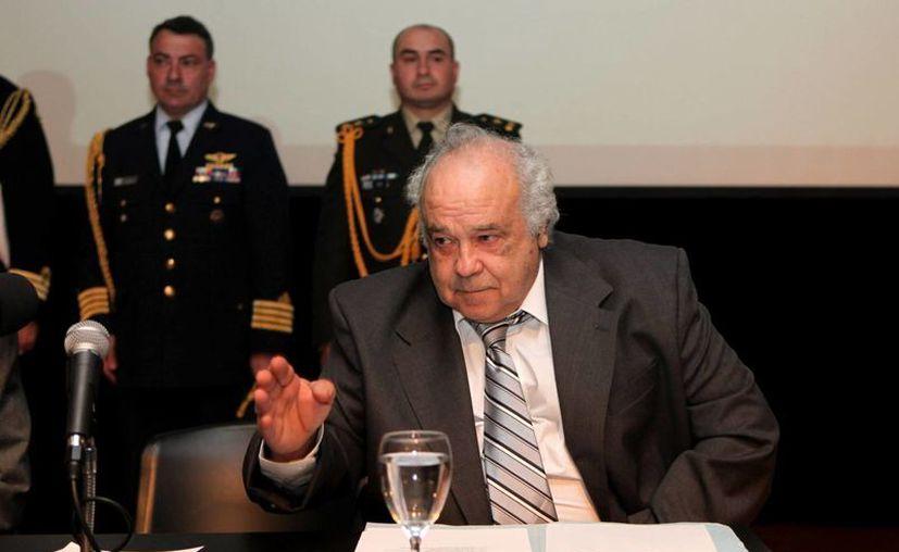 El ministro de Defensa Nacional, Eleuterio Fernández, dijo que a los homosexuales 'se les respeta y valora'. (EFE)