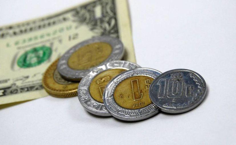 """El dólar se adquiere en casas de cambio localizadas en el Aeropuerto Internacional """"Benito Juárez"""" de la Ciudad de México en un precio promedio de 18.46 pesos a la venta y de 16.50 a la compra. (SIPSE)"""