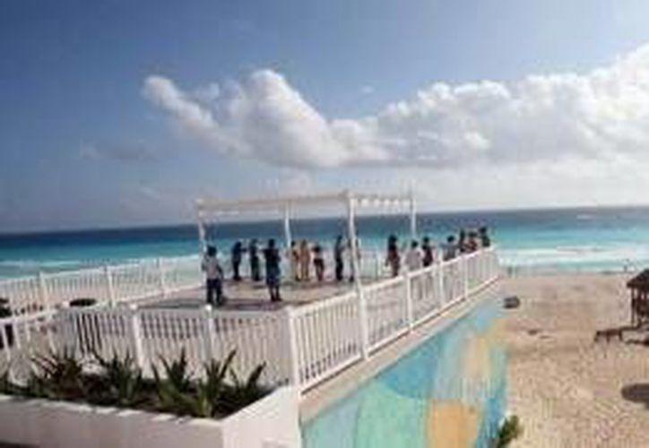 Los internautas podrán disfrutar de las playas con certificación Blue Flag como son Delfines y Chac Mool. (Archivo/SIPSE)
