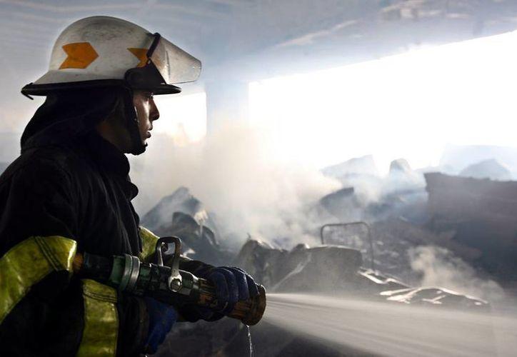 La Policía de Québec dijo que el incendio se inició hacia las 00:30 hora local (05:30 GMT) por razones aún desconocidas y se extendió rápidamente por el edificio de La Résidence du Havre, que tenía 52 apartamentos en los que vivían los ancianos. (EFE)