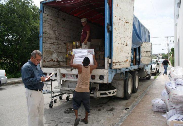 La Junta Distrital 01 del INE desechó ayer material electoral de las elecciones pasadas. (Octavio Martínez/SIPSE)