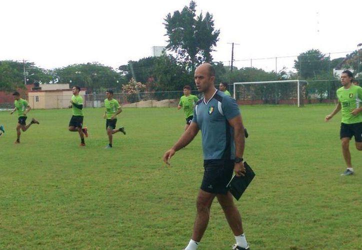 Giancarlo Salazar quedó como técnico interino tras la salida de Michel Leaño. (Marco Moreno/ Milenio Novedades)