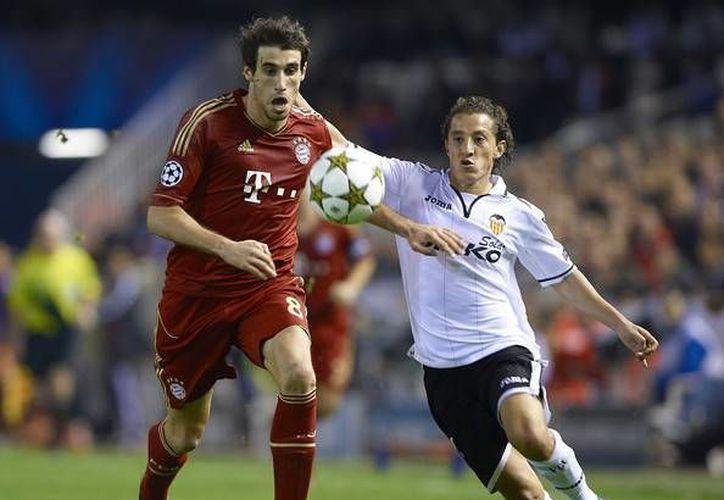 A cinco meses de que inicie el Mundial de Brasil Andrés Guardado (d) tratará de ser titular con el Bayer Leverkusen. En la foto, con la camiseta del Valencia. (zimbio.com)