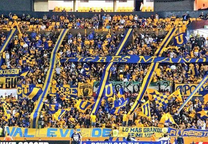 Las barras de los clubes han sido protagonistas de violentas peleas en varios estadios de México.(Foto tomada de Facebook/Libres y Lokos)