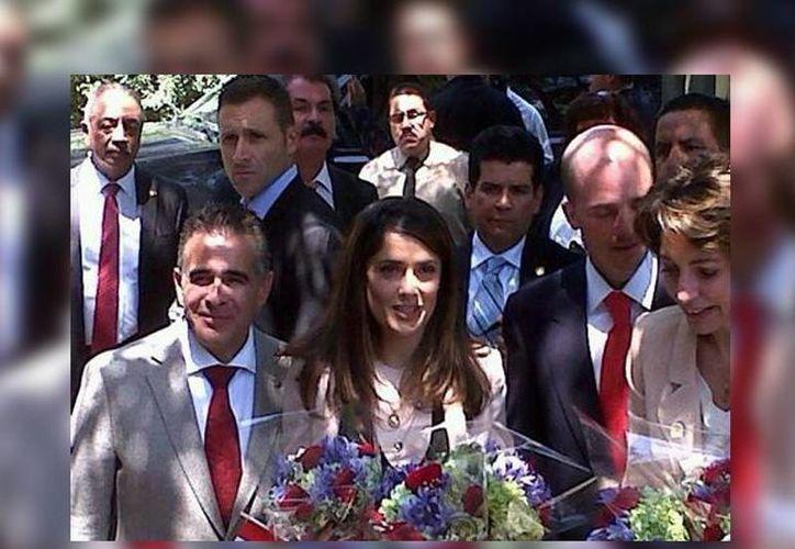 La actriz Salma Hayek realizó en privado el recorrido a la guardería del IMSS. (Milenio)