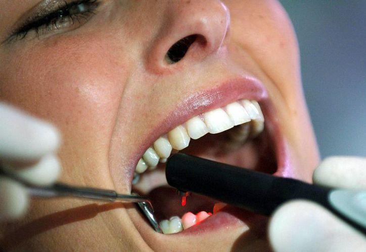 Los pacientes de la clínica Daybrook Dental Practice estuvieron en un bajo riesgo de infectarse con hepatitis B, C o VIH. (EFE)