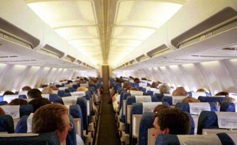 Los 184 pasajeros y seis tripulantes bajaron del avión en el aeropuerto regional de la ciudad de Montgomery. (Foto de Contexto/telecinco.es)
