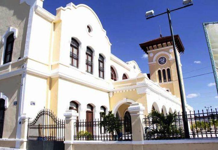 El edificio de la estación central de Ferronales actualmente alberga la sede de la Escuela de Artes de Yucatán. (Archivo/SIPSE)