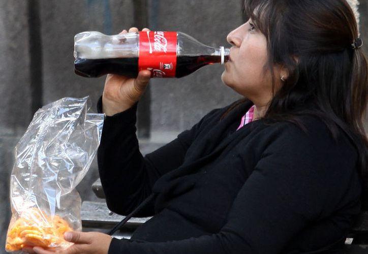 La propuesta se generó como medida para frenar la obesidad entre los mexicanos. (Notimex)