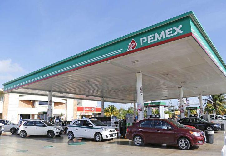 Ante el gasolinazo que golpea a todo México, OHL México, compañía operadora de infraestructura de transporte en el país, comparte algunas recomendaciones para ahorrar combustible. (Foto de contexto de SIPSE)