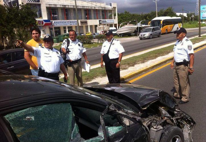 El accidente se registro frente a la Universidad Anáhuac. (Redacción/SIPSE)