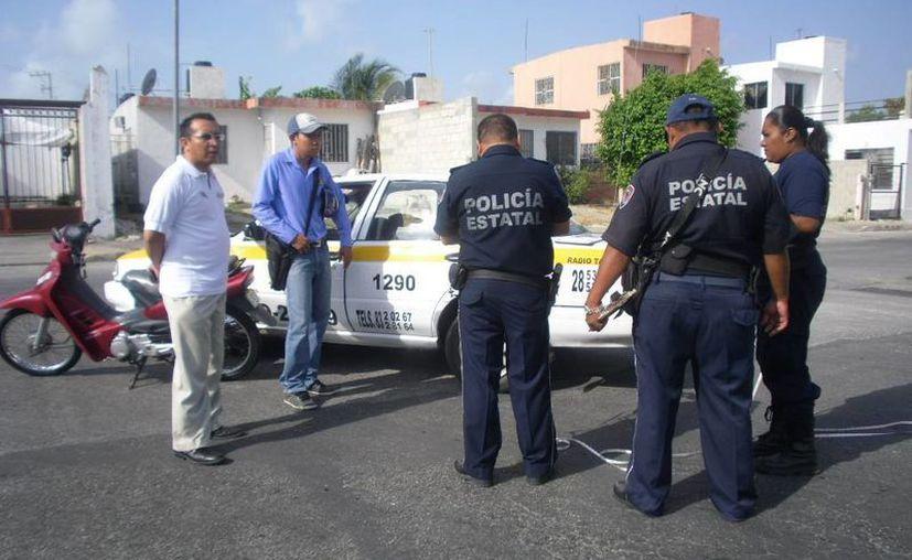 Policías municipales acordonaron la zona del percance. (Redacción/SIPSE)