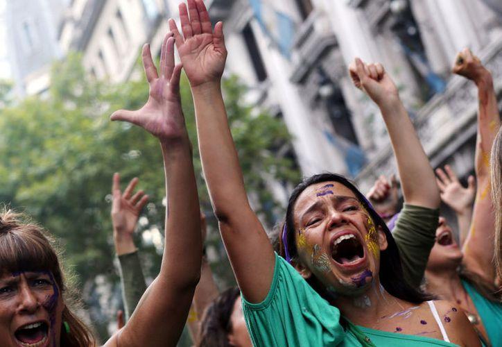 Cada 30 horas  asesinan  a una mujer argentina (MVS).