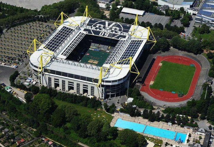 Vista panorámica del estadio Signal Iduna Park, sede del Borussia Dortmund, en cuya zona aledaña fue hallada una bomba británica de la Segunda Guerra Mundial. (ruhrnachrichten.de)