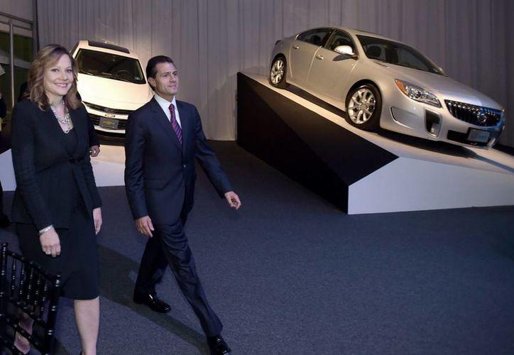 El presidente Enrique Peña Nieto asistió al 80 Aniversario de la automotriz General Motors en México. (Notimex)