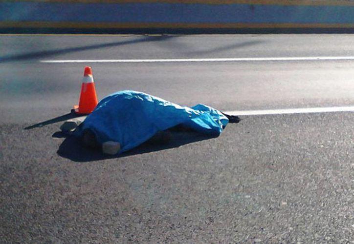 El hombre que fue atropellado y despedazado el miércoles pasado en el tramo San Antonio Tehuitz-Acanceh, de la carretera Mérida-Chetumal, permanece en calidad de desconocido. (Imagen de contexto/comunicaciondigital.com)