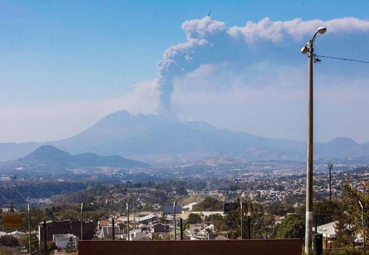 La Coordinadora Nacional para la Reducción de Desastres (Conred) explicó en un comunicado que la actividad del coloso, de 2,550 metros de altura, es vigilada por varias instituciones. (EFE/Archivo)