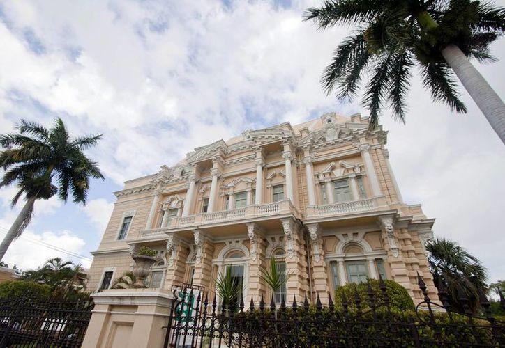 El Palacio Cantón destaca por su mezcla arquitectónica de los estilos neoclásico y barroco. (Fotos de Notimex)