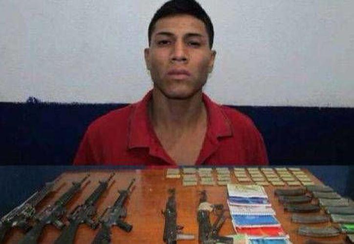 Jorge Armado Cuamba Villalobos, El Chito, conducía un Volkswagen Pointer y transportaba siete armas largas al momento de ser detenido. (Milenio)