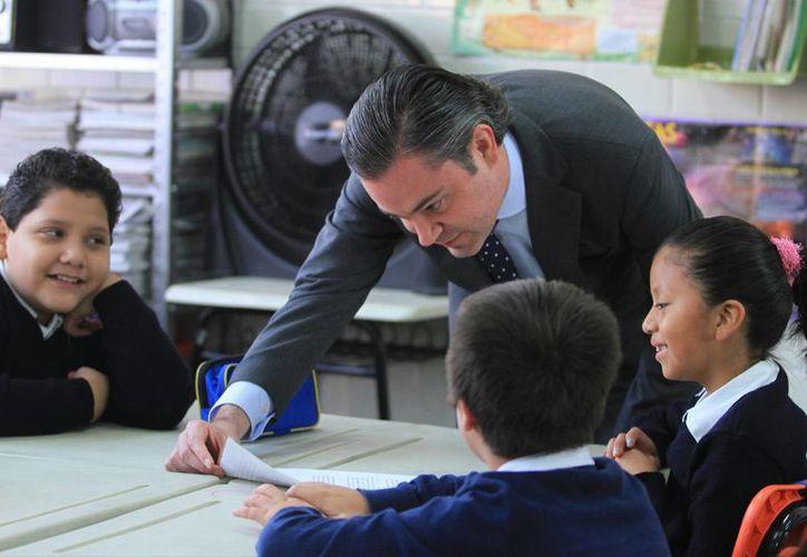 """El secretario de Educación Pública, Aurelio Nuño Mayer, visitó este lunes la primaria """"Francisco Giner de los Ríos"""", ubicada en el Distrito Federal. (Milenio Novedades)"""