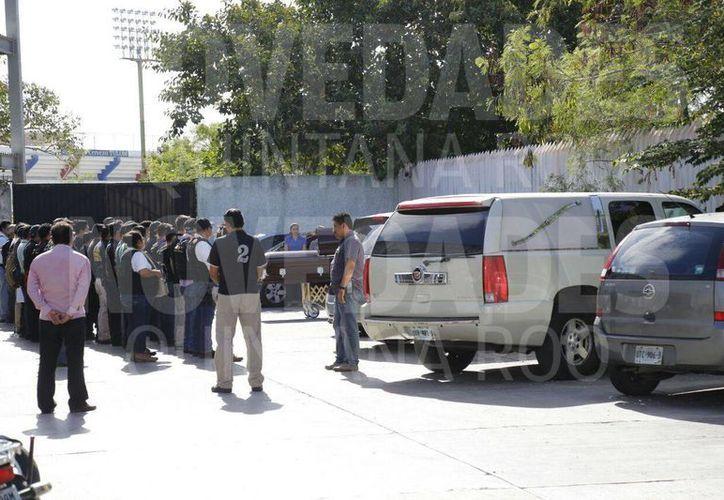 Familiares y amigos acuden a despedirse de Humberto, quién perdió la vida durante el ataque a la Fiscalía. (Eric Galindo/SIPSE)