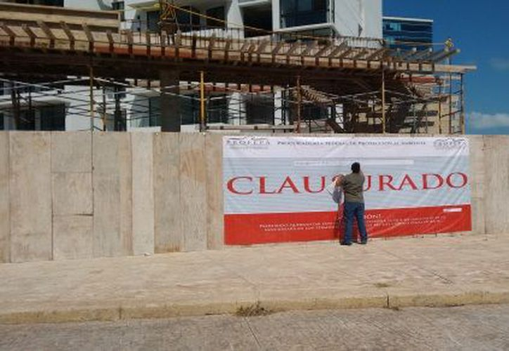 """La Profepa repuso sellos de la Clausura Total Temporal de Ynfinity"""" en Cancún. (Redacción/SIPSE)."""
