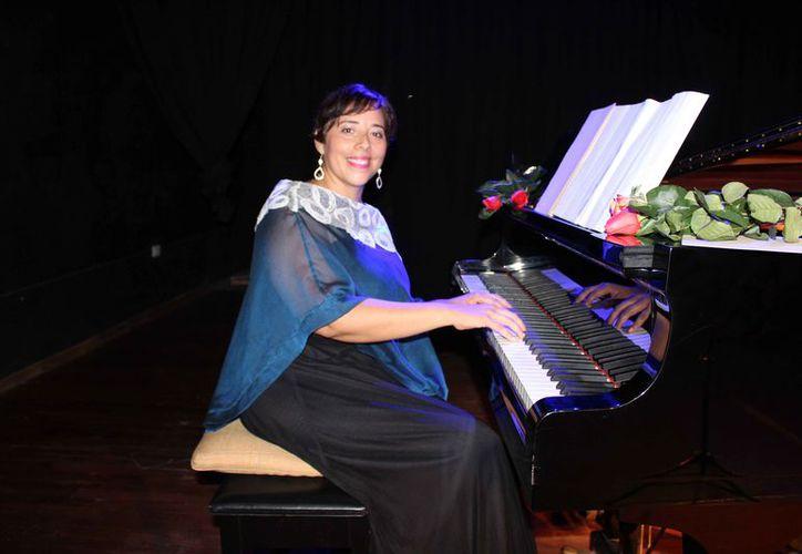 La maestra Nadia Arce Moreno aseguró que los asistentes disfrutarán de un recorrido musical sin precedentes. (Faride Cetina/SIPSE)