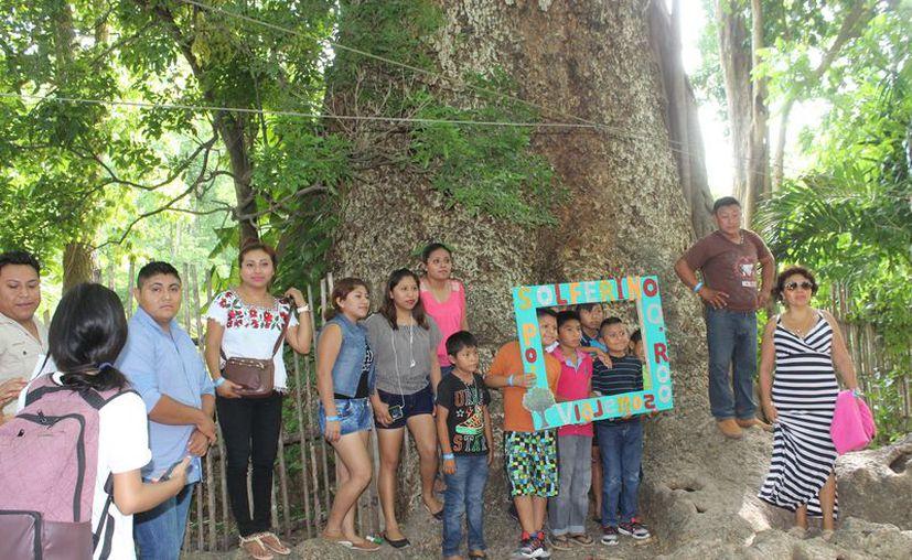 Los niños se divirtieron durante el recorrido para conocer los atractivos. (Sara Cauich/SIPSE)