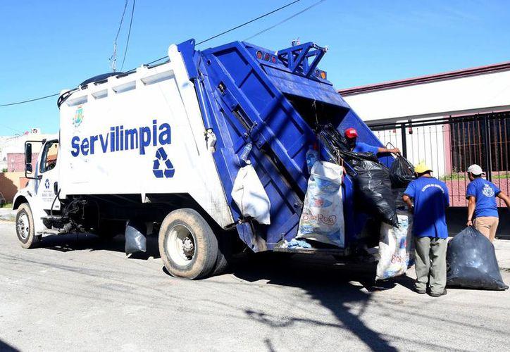 La recolección de basura que se realiza en cada recorrido, se deposita a un área de transferencia que está en el corralón de la Policía Municipal, luego un camión de Servilimpia la recolecta para llevar al basurero. (Milenio Novedades)
