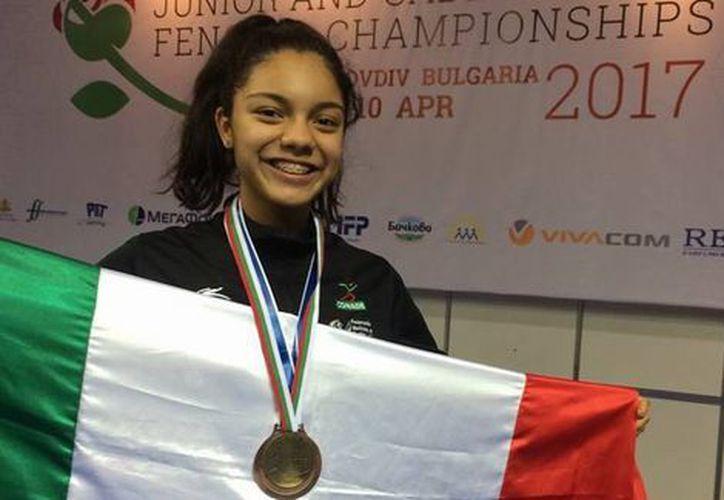 Con tan sólo 13 años de edad, ganó su primera presea en Campeonato del Mundo de Esgrima (Foto: @CONADE)