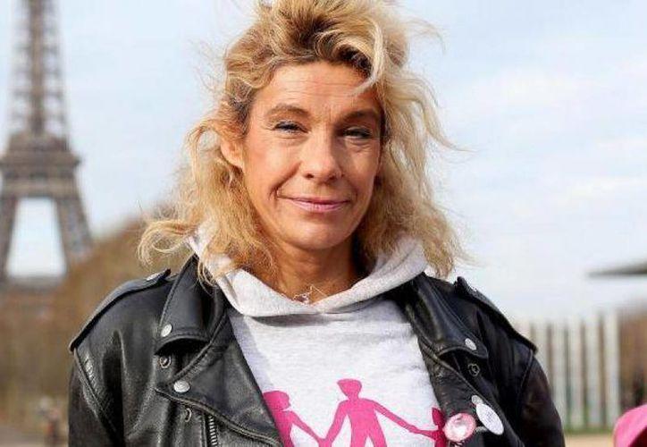 Frigide Barjot durante una manifestación en contra del matrimonio gay en París. (meltybuzz.fr).